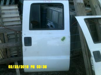 2008 2009 2010 2011 2012 SUPER DUTY FORD CREW CAB DOOR. GOOD CONDITION, SCUFFS, SCRATCHES, DENT AROUND HANDLE, DENT ON EDGE. INVENTORY #12765