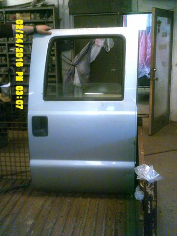 1999 2000 2001 2002 2003 2004 2005 2006 2007 FORD SUPER DUTY CREW CAB DOOR. GOOD CONDITION, LIGHT SCUFFS AND SCRATCHES. DENT ON THE LOWER  AND FRONT EDGE. INVENTORY #12805