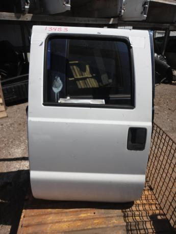 99-07 FORD SUPER DUTY CREW CAB DOOR. GOOD CONDITION- SCUFFS AND SCRATCHES. #13483