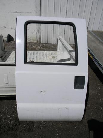 1999 2000 2001 2002 2003 2004 2005 2006 2007 FORD SUPER DUTY DRIVERS REAR CREW CAB DOOR. GOOD CONDITION- CREASE ON THE LOWER. RUST FREE FROM TEXAS, MANUAL WINDOW. #14294