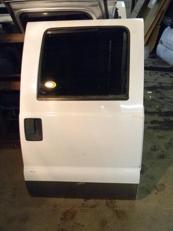 1999 2000 2001 2002 2003 2004 2005 2006 2007 FORD SUPER DUTY PASSENGER REAR CREW CAB DOOR. POWER WINDOW. GOOD CONDITION- SCATTERED SMALL DINGS. RUST FREE. #14238