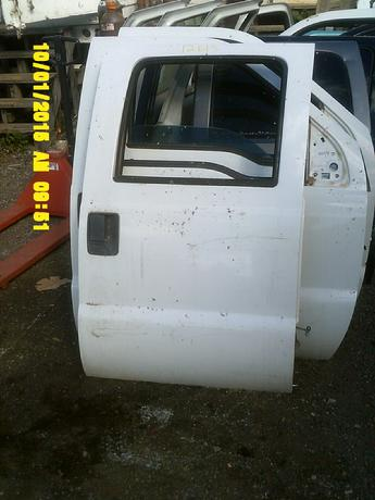 1999 2000 2001 2002 2003 2004 2005 2006 2007 Ford Superduty passenger side complete manual door.  Some small dings on the bottom section of the door.  Chips, scuffs & scratches in paint.  Inventory #12615.